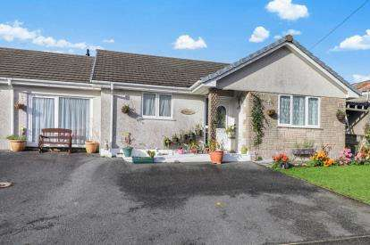 4 Bedrooms Bungalow for sale in Nanpean, St. Austell, Cornwall