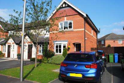 2 Bedrooms End Of Terrace House for sale in Abbeydale Close, Cheadle Hulme, Cheadle, Greater Manchester