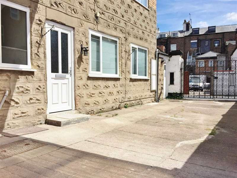 2 Bedrooms Apartment Flat for sale in South Crescent Road, Filey