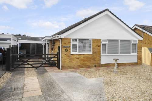 3 Bedrooms Bungalow for sale in Heatherdown Road, West Moors