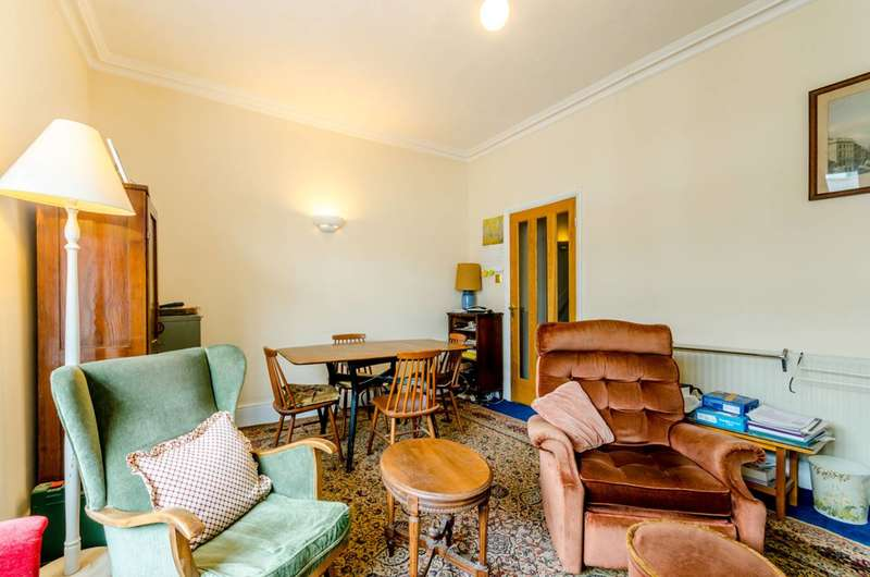 3 Bedrooms Flat for sale in Norroy Road, Putney, SW15