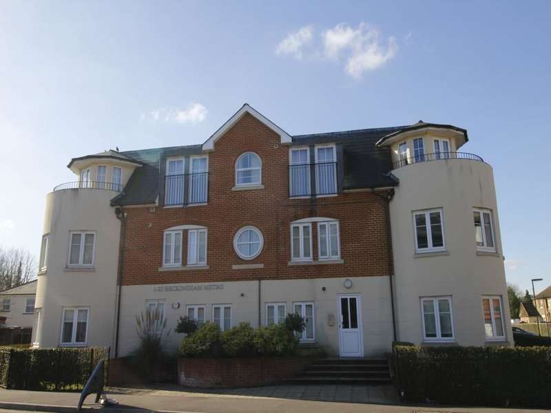 2 Bedrooms Flat for sale in Station Road, Egham, TW20