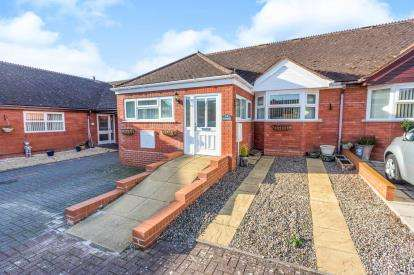 2 Bedrooms Bungalow for sale in Exbury Place, St Peters, Worcester, Worcestershire