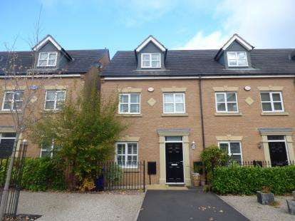 3 Bedrooms Terraced House for sale in Lawnhurst Avenue, Northern Moor, Sale, Greater Manchester