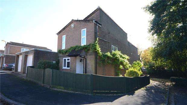 3 Bedrooms Semi Detached House for sale in Alford Road, High Wycombe