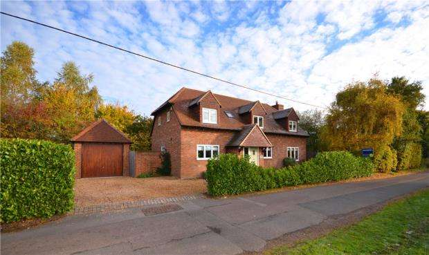 4 Bedrooms Detached House for sale in Lane End, Bramley, Tadley