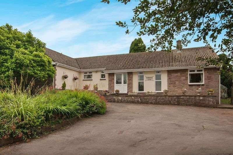 4 Bedrooms Detached Bungalow for sale in Martcombe Road, Bristol