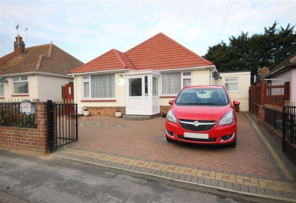 3 Bedrooms Chalet House for sale in Marlowe Road, West Clacton