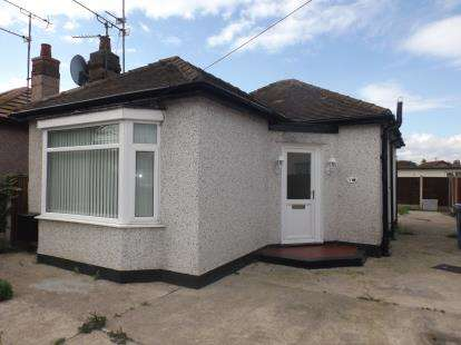2 Bedrooms Bungalow for sale in Cheltenham Avenue, Rhyl, Denbighshire, LL18