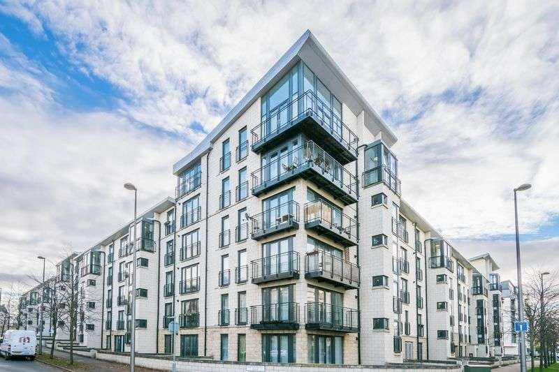 2 Bedrooms Flat for sale in Flat 3, 25 Waterfront Gait, Granton, Edinburgh, EH5 1AD