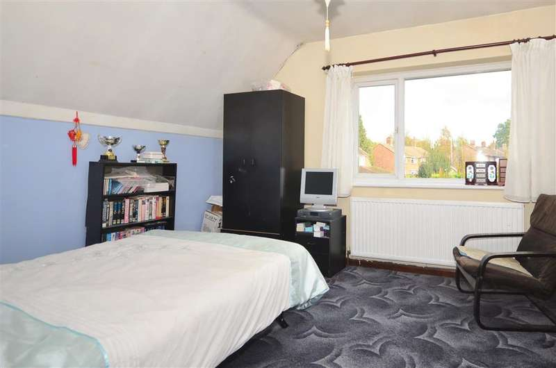 3 Bedrooms Semi Detached House for sale in Pearson Road, Pound Hill, Crawley, West Sussex