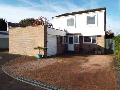 4 Bedrooms Detached House for sale in Stubbington, Hampshire