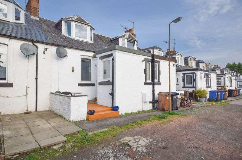 2 Bedrooms Terraced House for sale in 46 New Holygate, Broxburn, West Lothian, EH52 5RN