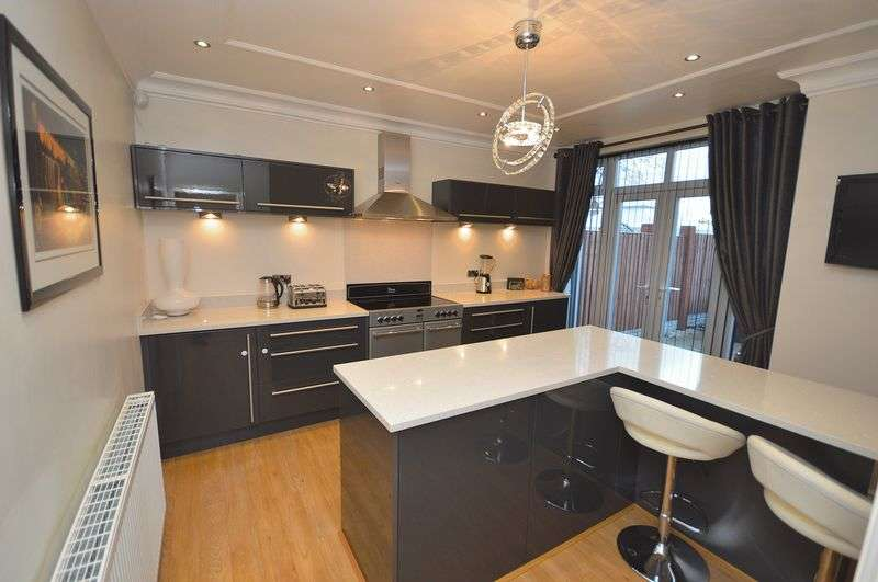 3 Bedrooms Semi Detached House for sale in Victoria Grove, Widnes