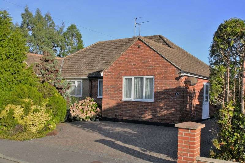 2 Bedrooms Semi Detached Bungalow for sale in Waltham Chase