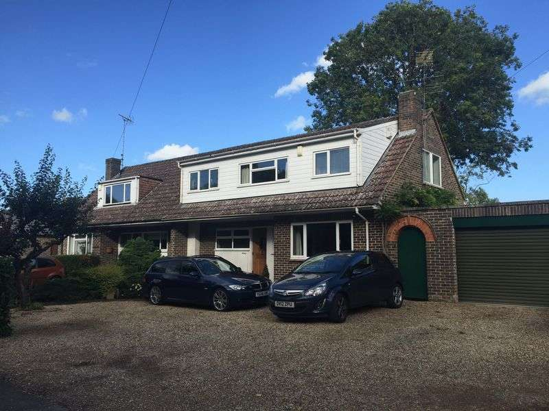 4 Bedrooms Semi Detached House for sale in Hurst, Berkshire.