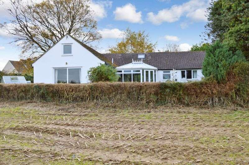 4 Bedrooms Detached Bungalow for sale in Kilmington Common, Kilmington