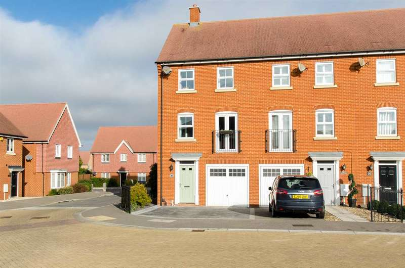3 Bedrooms End Of Terrace House for sale in Carnation Crescent, Sittingbourne