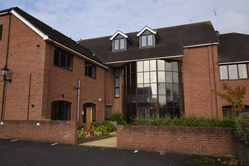 1 Bedroom Flat for sale in Kingswood Court, Stratford Road, Hockley Heath