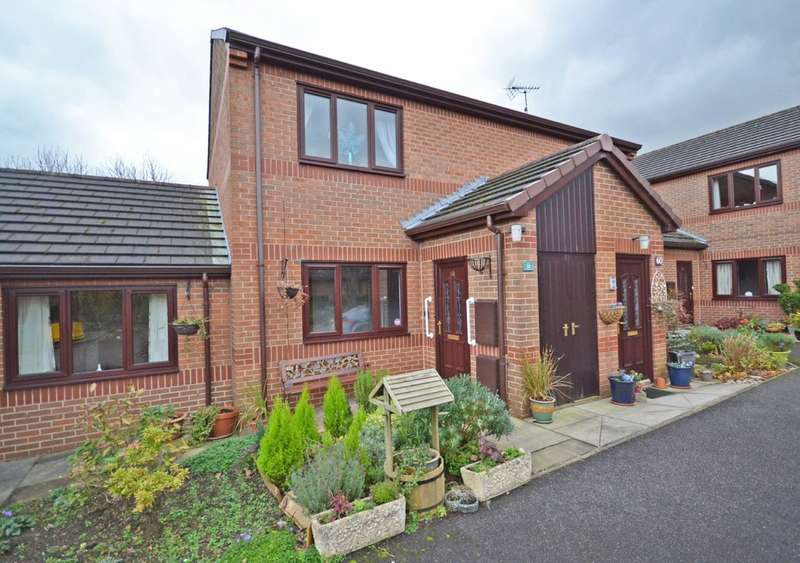 2 Bedrooms Ground Flat for sale in The Grove, Walton, Wakefield