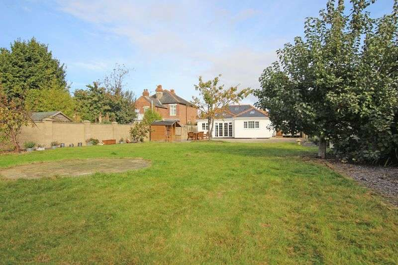 4 Bedrooms Detached Bungalow for sale in Totton