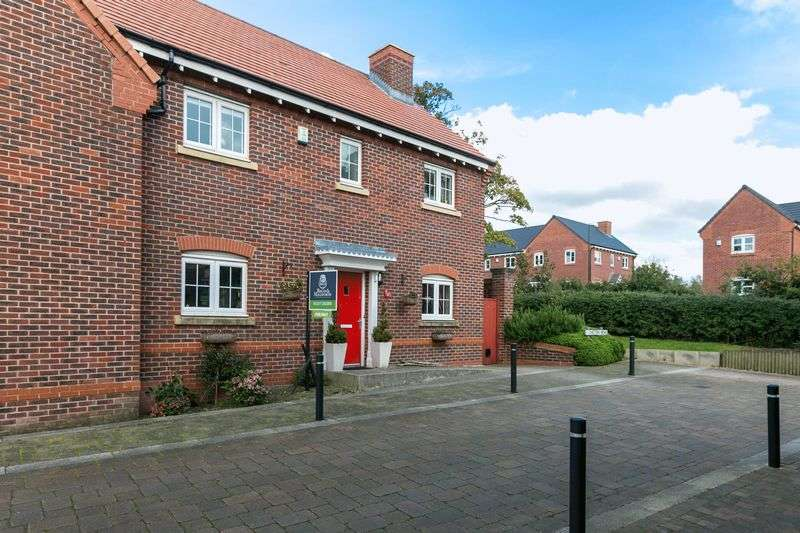 4 Bedrooms Semi Detached House for sale in Chiltern Mews, Birkacre Park, Chorley, PR7 3TN