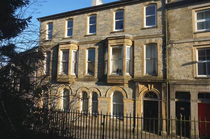 2 Bedrooms Flat for sale in Church Street, Callington