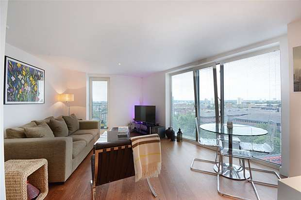 2 Bedrooms Flat for sale in Salamanca Place, Albert Embankment, London