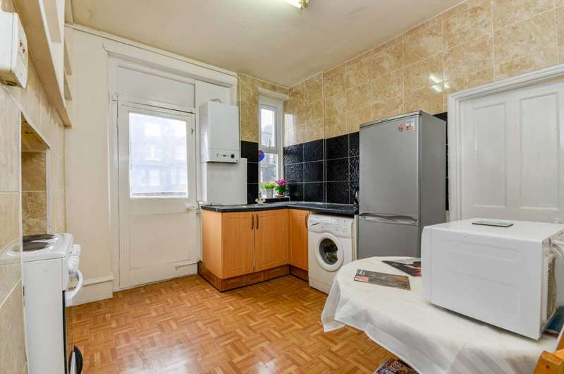 3 Bedrooms Flat for sale in Talgarth Road, Barons Court, W14