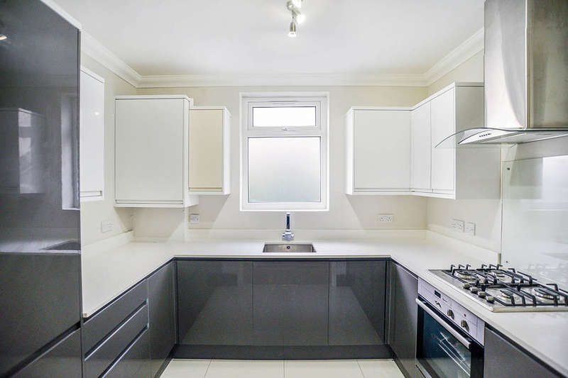 2 Bedrooms Flat for sale in Geldeston Road, London, E5