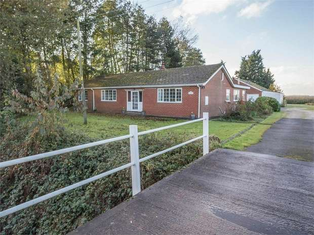 3 Bedrooms Detached Bungalow for sale in Pelfintax, Westwoodside, Doncaster, Lincolnshire