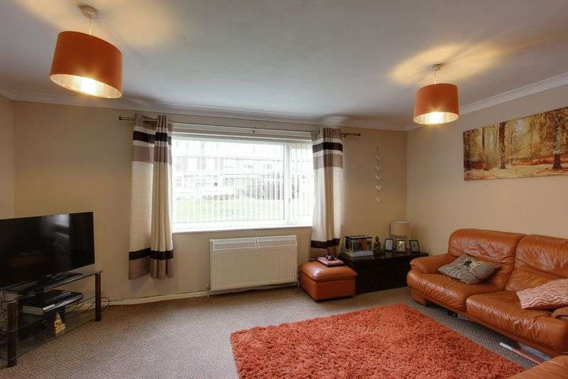 2 Bedrooms Flat for sale in Lindsay Court, New Road, FY8 2ST
