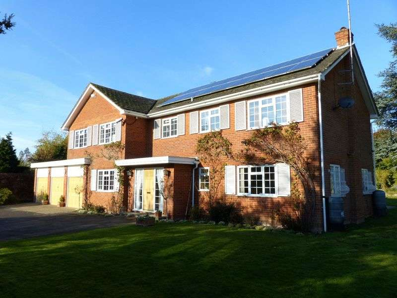 6 Bedrooms Detached House for sale in Bourne End/Well End