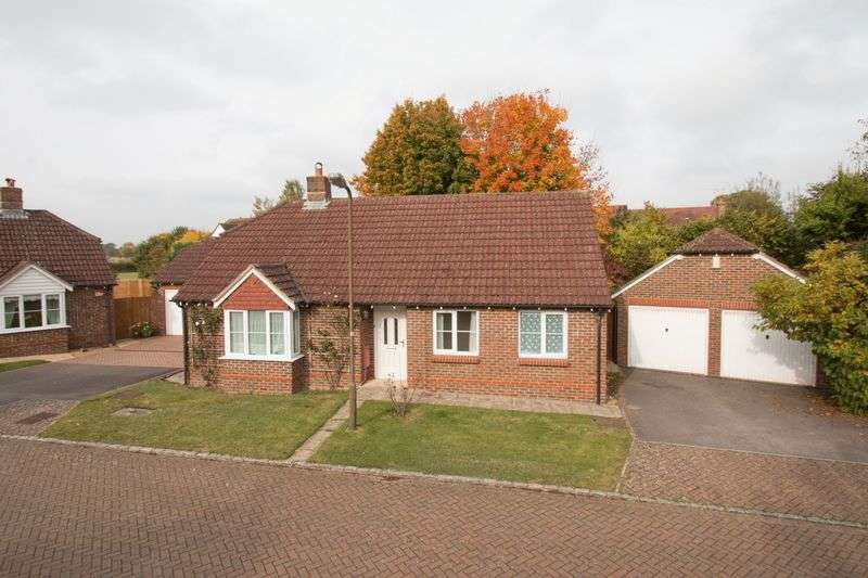 3 Bedrooms Detached Bungalow for sale in Abbots Close, Boxgrove
