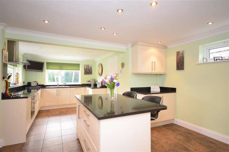 4 Bedrooms Detached House for sale in Netherton Close, Southwater, Horsham, West Sussex