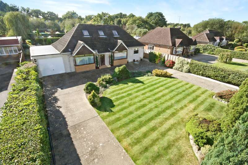 4 Bedrooms Detached Bungalow for sale in Smallfield Road, Horley, Surrey, RH6