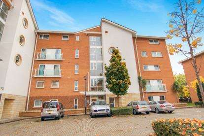 3 Bedrooms Flat for sale in Judkin Court, Century Wharf, Cardiff Bay, Cardiff