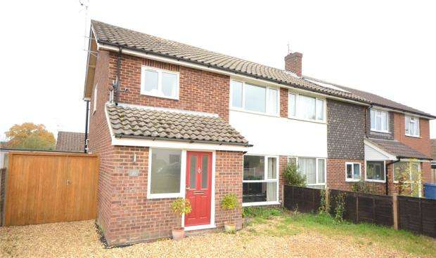 3 Bedrooms Semi Detached House for sale in Alton Road, Fleet, Hampshire