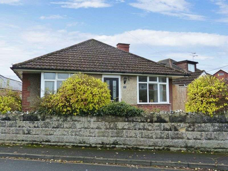 3 Bedrooms Detached Bungalow for sale in Stonehenge Road, Durrington