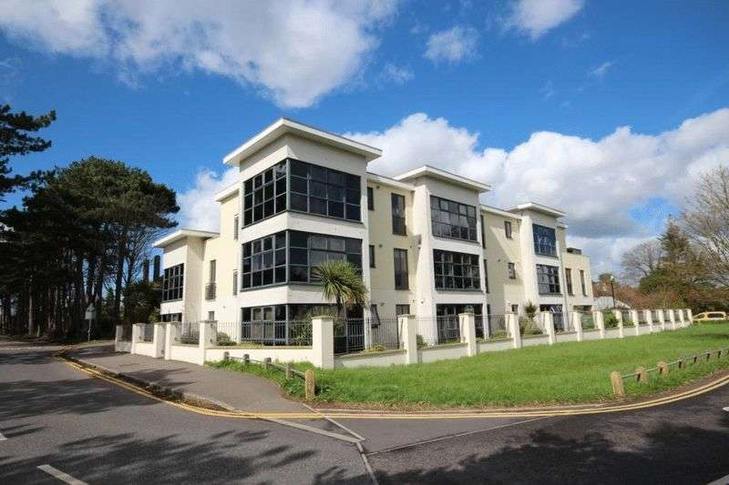 2 Bedrooms Flat for sale in Kings Park Drive, Bournemouth