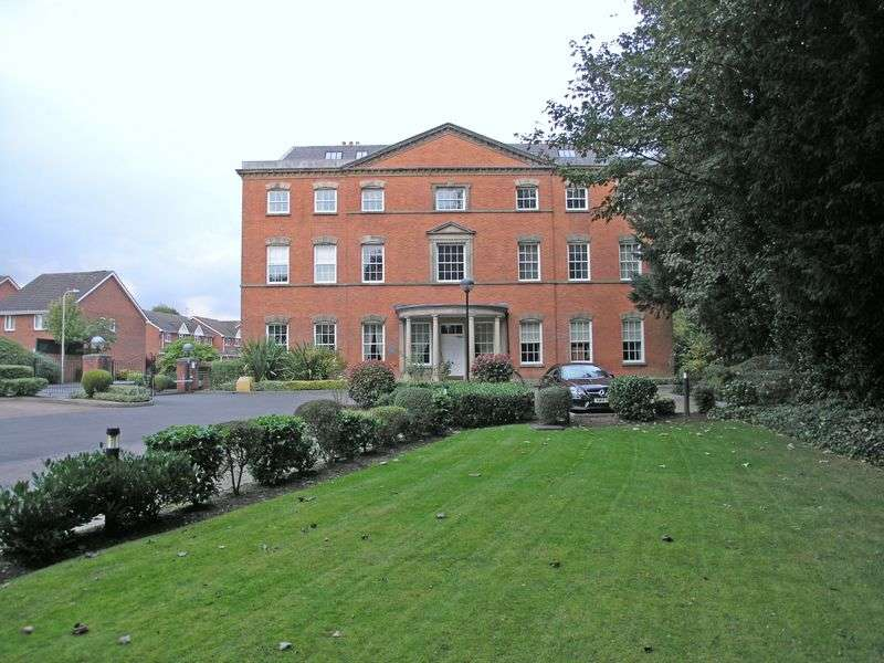 2 Bedrooms Flat for sale in STOURBRIDGE, Amblecote, Cameo Drive, DENNIS HALL