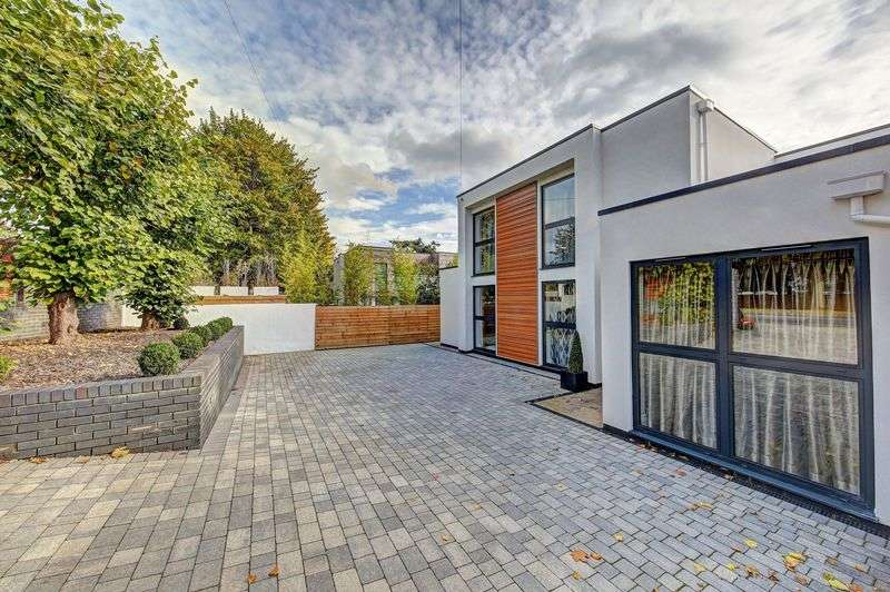5 Bedrooms Detached House for sale in Coombe Lane West, Kingston Upon Thames KT2