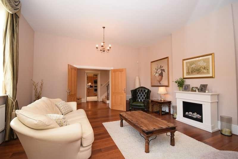 4 Bedrooms Town House for sale in Birchfield, Sevenoaks, Kent, TN14