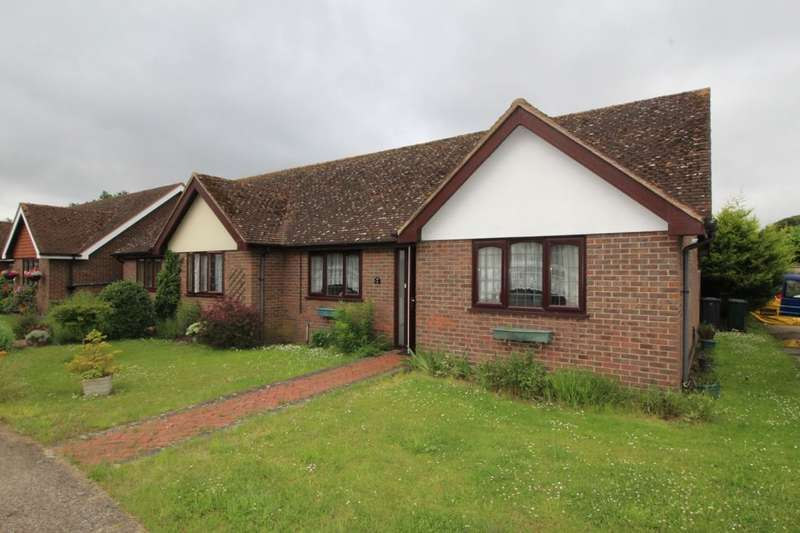 2 Bedrooms Bungalow for sale in Broadoak Close, Sutton At Hone, Dartford, DA4