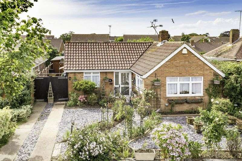 2 Bedrooms Detached Bungalow for sale in East Preston