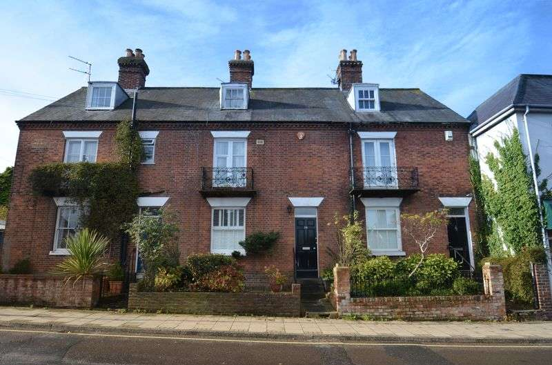 3 Bedrooms Terraced House for sale in Lymington town centre.