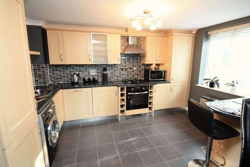 2 Bedrooms Flat for sale in Orchard Court, Bury