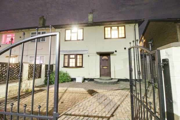 3 Bedrooms Semi Detached House for sale in Cromer Avenue, Grimsby, South Humberside, DN34 5ED