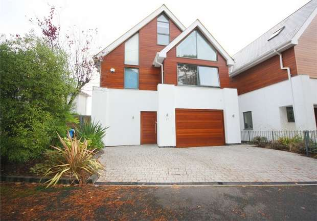 4 Bedrooms Detached House for sale in Over Links Drive, Lower Parkstone, Poole, Dorset