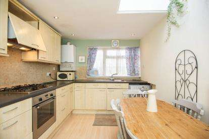 1 Bedroom Flat for sale in Whitefriars Drive, Harrow, Middlesex